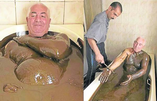 """尽管浴缸中的""""洗澡水""""看上去、闻上去都像是使用过的机器润滑油,漆黑粘稠,但还是有许多""""勇敢""""的人赶来浸泡。"""