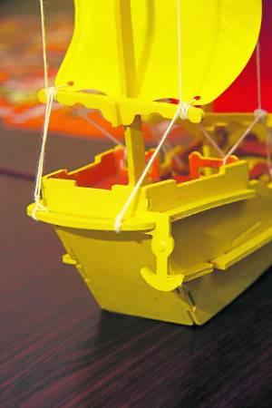 """王居士特制的王爷船经过""""加工"""",设置船锚,使整艘船更稳定,威力更强大。"""