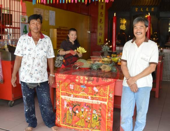王锡坤(左)和吴木麟(右)都是武拉必花园大圣宫的劳苦功高的推手。