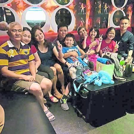 拿督吴承澔医生表示,家人是他最温暖的贵人,凡事都很支持他。