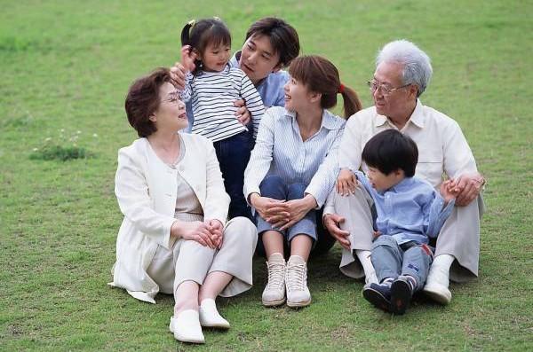 吴佰霖道长表示,若想家族子孙兴旺,别忘了留意祖先的坟墓造型,这里头可是大有玄机。