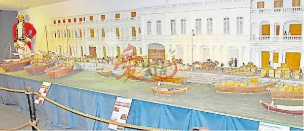 馆内的百年前海墘码头的模型,细说着槟城的起源与发展。