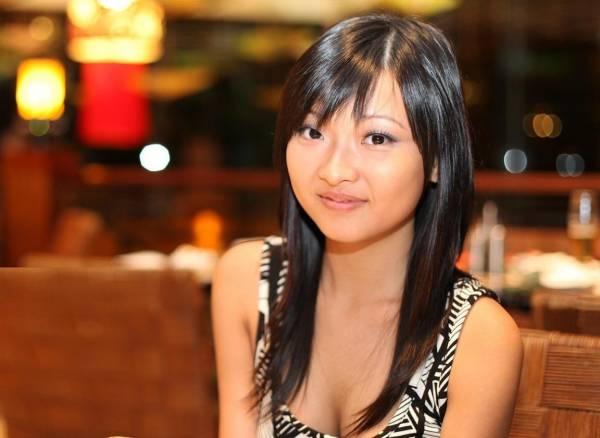 新加坡名模Jamie Ang一直给人清纯的印象,当其裸照出现时立刻引人注目。
