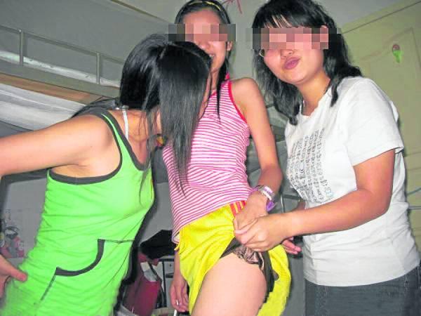 人在异乡芳心寂寞的留学生在宿舍玩互扯游戏,结果入选排行榜第三名。