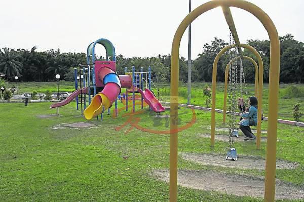 亚罗牙也牙力温泉除了多款不同的温泉,园内还有一个儿童游乐设施。