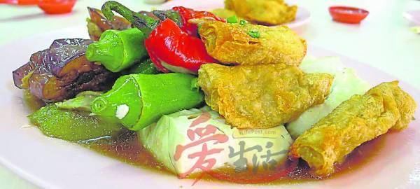 这里的酿豆腐不仅口感丰富,还带有阵阵的鱼肉香气。 鸿鸿酿豆腐 621-A, Jalan Merdeka, Jalan Besar Ampang, 68000 Ampang. Selangor. 营业时间:星期一至星期日 (星期二休息) 10AM- 7PM GPS : N 3 8.67198 E101 45.84431