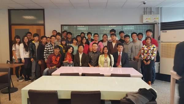 拿督吳承澔于2014年在台湾国立大学成立了助学基金会,专门资助大马侨生完成学业。