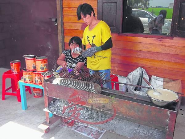 店外现做的Kuih Kapih,香味诱人。