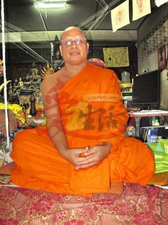 龙甫巴阿迪甘高僧表示,因为当年龙甫郊好心收留燕子,结果燕子产出珍贵的燕窝回报佛寺。