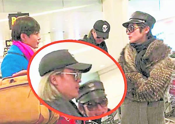张敏在去年(2015)被拍到与一金发男子热聊。