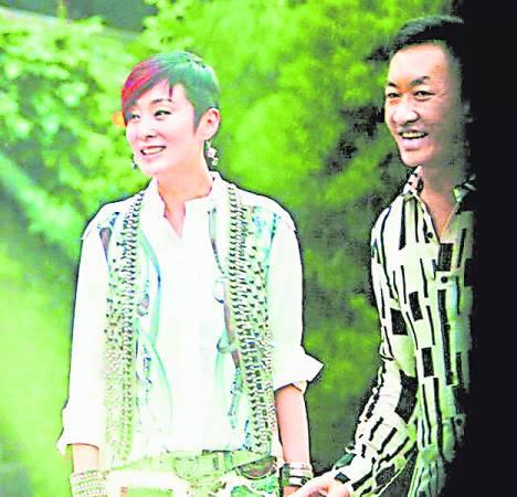 张敏和老公刘永辉结婚3 年,今传出她偷食嫩男。