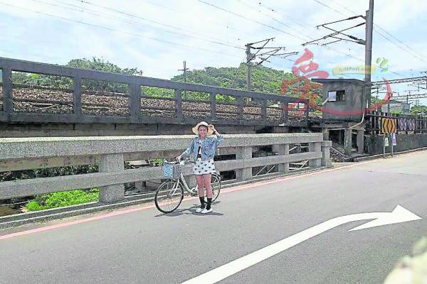 :骑着脚车穿梭福隆小镇,一站一站寻宝。