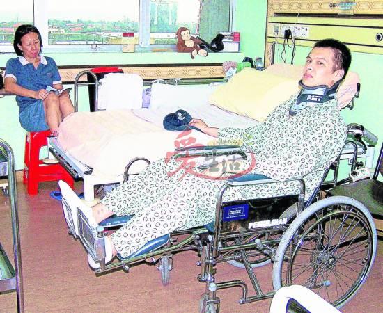 车祸后的蔡志远花了很长的时间接受了残疾的事实,在家人支持下积极做复健,重拾新生。