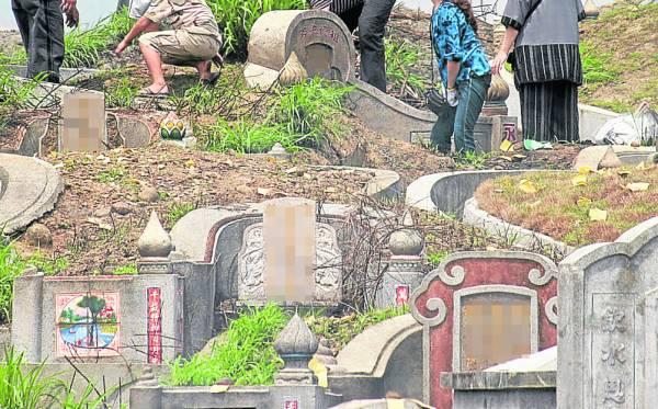 祖坟若出了差错,除了祖坟阴宅的风水受到不好影响外,对子孙后代也会起着莫大的杀伤力。