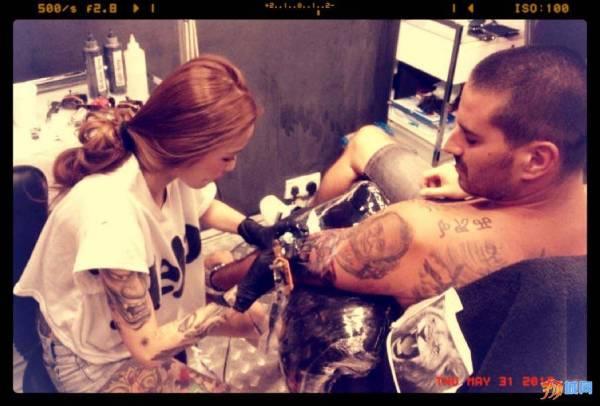 Kinki的粉丝来自世界各地,有的还远道来马来西亚找她纹身。