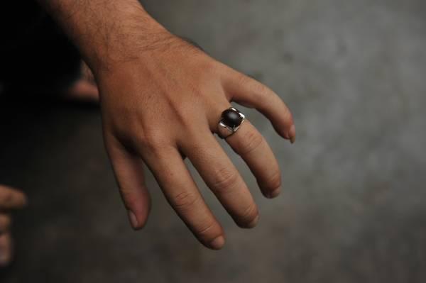 用神木制造的戒指具有镇宅避邪之功效!