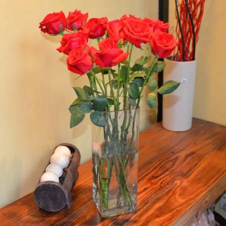 通过摆放鲜花可有效催旺桃花运、旺婚姻、旺异性缘。