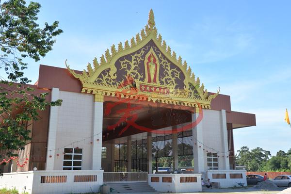 禅修精舍每天都有信徒来打扫,因此佛堂里总是一尘不染。