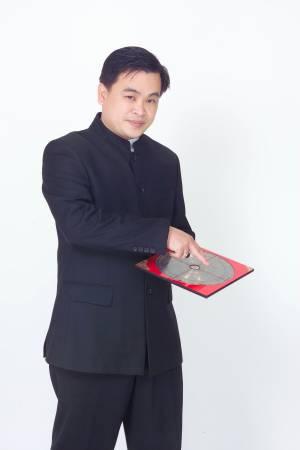 陈泇润师父表示,要改变命运的人,代表要抛弃先天命,也等于抛弃自己,容易走火入魔,甚至会有飞来横祸。