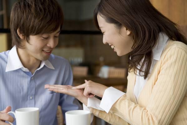 日本、韩国现在流行掌纹整形,希望可以拥有更好的未来。