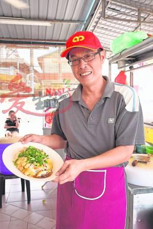 香喷喷的白切鸡,你怎能错过呢? 朱氏滑鸡饭档 Jalan Rasah, Kampung Baru Rasah, 70300 Negeri Sembilan 营业时间:10am 至售完为止 卫星导航:2.698100, 101.935791