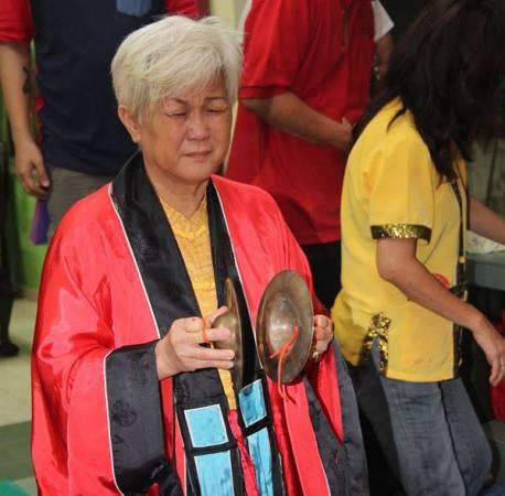 姜太公透露,搬入新家时,屋主应买新的地主神牌,请新地主公上座,再恭请旧地主公回到原来的地方。