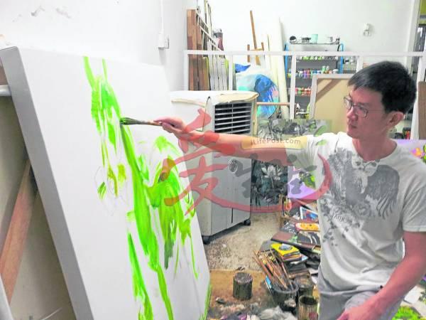 """林亚清透露,这次的个人展览是以""""祥""""为主题,每一幅画作都展出其近期的思维与绘画新技的突围。"""