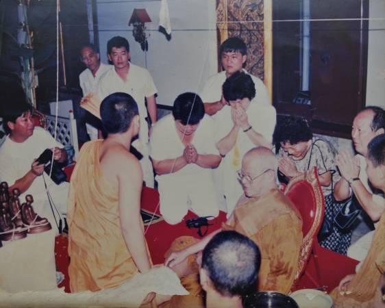 候大师以前常到访泰国的神庙,与高僧结缘。