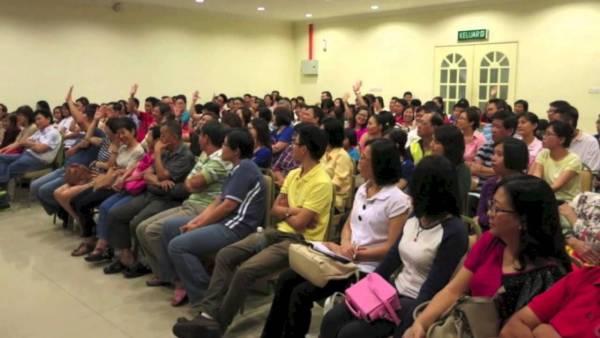 余绍玲医师所办的健康讲座全场爆满。