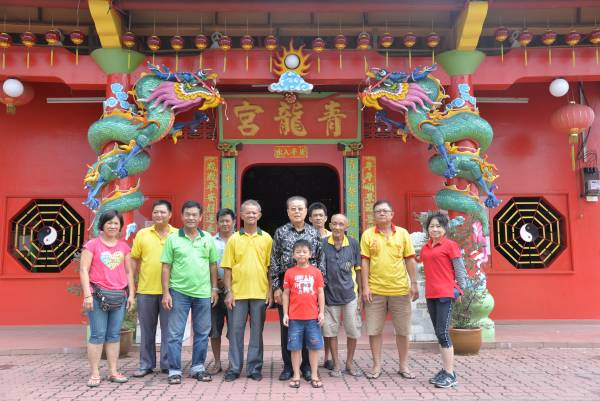青龙宫在各方面不断的努力下,还有庙宇管理理事会的推动及发展下,在这几年来迎来许多外地游客。