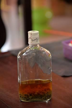 该庙独门自制药酒辅助治疗。