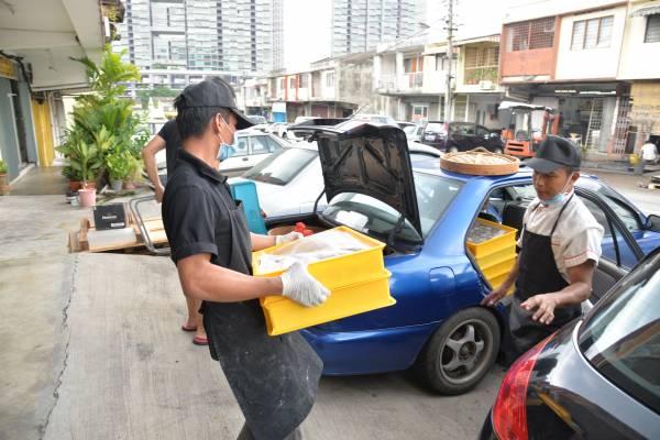 蘑菇包如今不止红遍全马,还推销到新加坡,一天销量约500个,十分惊人。