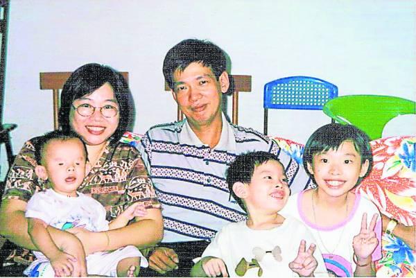 天生失明的杨康润,拥有一个幸福美满的家庭。