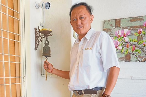 温金家师父表示,在家门前摆一个铜钟,能敲响旺气 ,拒煞气入屋。