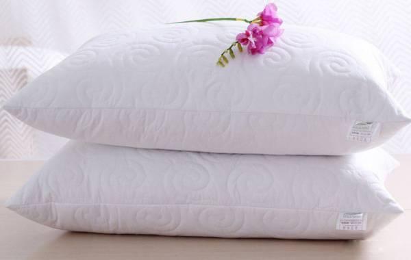 单身人士放一对枕头在房间,可以催旺桃花运。
