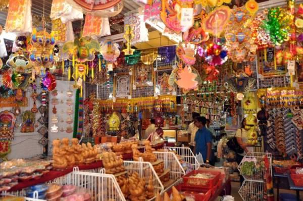 目前辣木在中药店、杂货店或菜市场都可买得到。