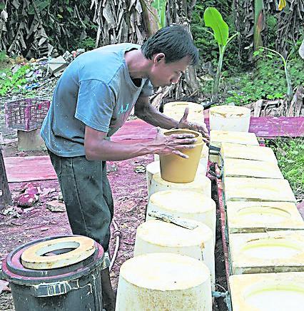 旅客还可到黑陶瓷制作工厂参观,多加了解黑陶瓷的历史。