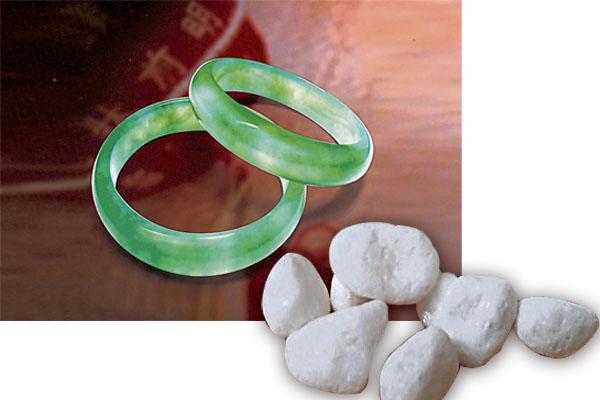 去医院时佩戴玉器或是身带七颗小白石,可驱除医院秽气。