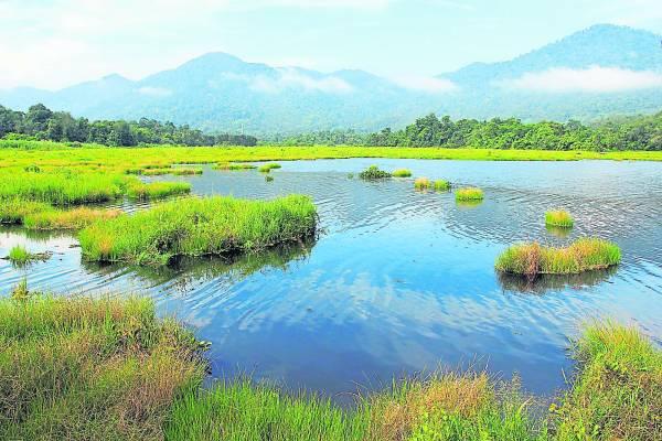"""在新寿活村内有一个雾镜潭,清澈的湖面仿如永看不腻的""""动画""""。"""