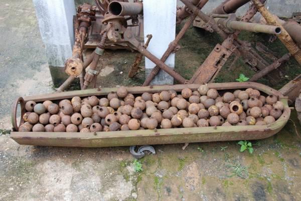十面埋伏:现今在老挝,拆弹部队每天在稻田和丛林里,找出几百个没有引爆的弹药和炸弹残片。