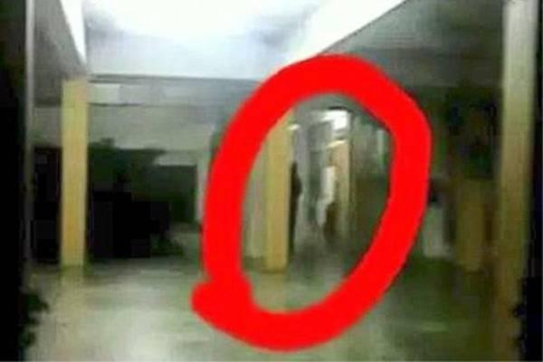 一些学生表示,在学校的食堂、礼堂和教室拍到疑似幽灵的照片。