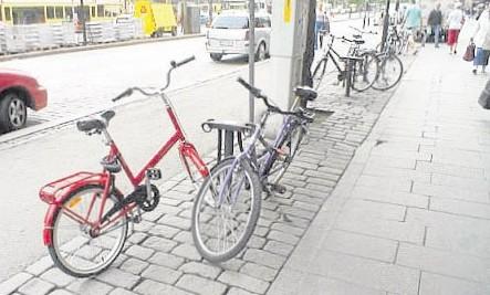 现在的窃贼不但偷摩哆,连脚踏车也照样偷。
