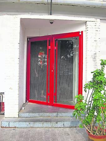 """店铺大门不能随意改,一不小心将大门改造成不对称,这就会引发""""送水门""""。"""