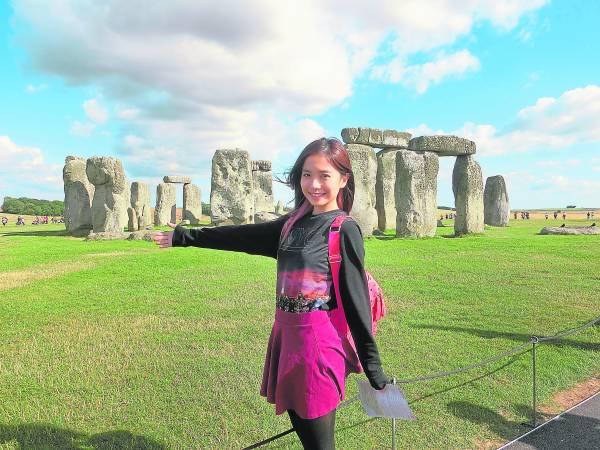 巨石阵是英国最著名的史前建筑遗迹,站在矗立了几千年的巨石阵前,内心的震撼与激动可想而知。)