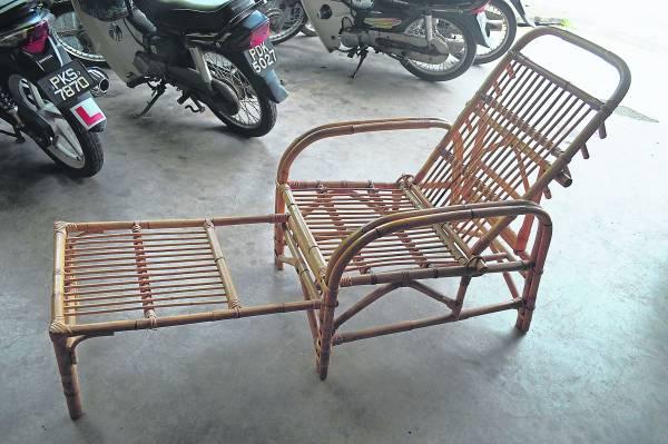 制作过程繁多的休闲藤椅,可供随意调整斜度。