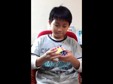 父母鼓励孩子玩魔方,好处是孩子减少接触电子产品,坏处是很可能会变得脾气暴躁。