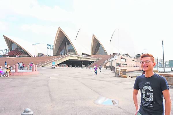 悉尼歌剧院是20世纪最具特色的建筑之一,也是世界著名的表演艺术中心及当地三大地标建筑之一,不留下合影可真对不起自己哦!