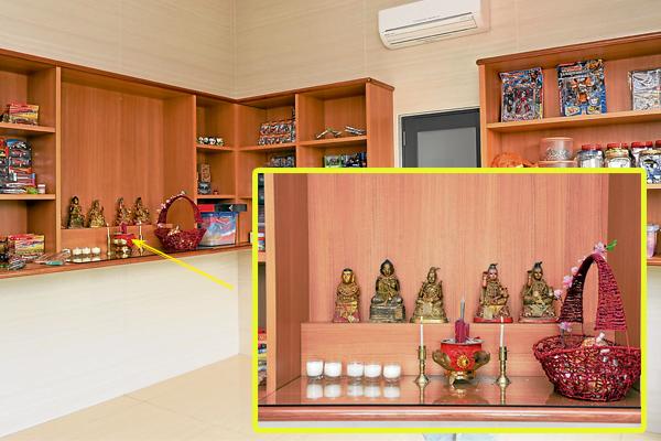 古曼童房间:高先生特设一个房间来供奉古曼童,装修简单却非常洁净,还备有冷气。