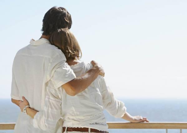 夫妻适时为婚姻生活作出努力,保温美满关系。