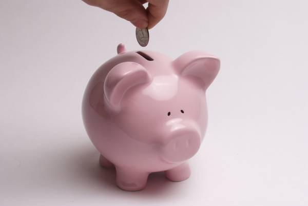 在家中的东方位置摆放一个扑满,每天把少许零钱存入扑满中,可以催动偏财运。